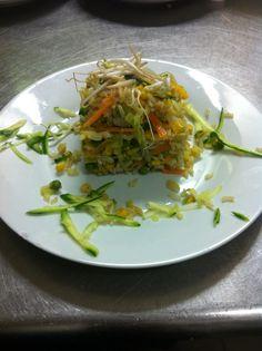 Riso thai con verdure e gamberi