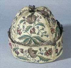 Man's at-home cap, France, 1740-1750. Linen, embroidered with floral motifs in coloured silk.