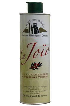 Huile d'Olive La Joïo (La Joie) - 50 cl Fruité mûr — saveur des vergers Mature, douce et tendre, La Joïo provient d'olives mûres. Sur les 112 variétés de Provence, 2 sont sélectionnées : la Verdale et la Tanche. Vous y trouverez des arômes d'amandes et de fruits rouges. Généralement sans ardence, cette huile élégante s'allie merveilleusement aux légumes cuisinés et tous les hors-d'oeuvre. https://provenc.io/shop/product/huile-d-olive-la-joio-la-joie-50-cl-117