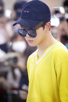 Bts Airport, Kpop Shop, 61 Kg, Yellow Hoodie, Bts Merch, Jimin Jungkook, Busan, Hoodies, Sweatshirts