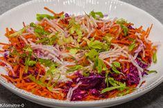 Photo de recette de salade chou rouge, carotte, radis noir, facile, rapide, léger, bio de Kilomètre-0, blog de cuisine réalisée à partir de produits locaux et issus de circuits courts Cabbage, Brunch, Vegetables, Ethnic Recipes, Bio, Raw Beetroot Salad, Sprouts, Carrot, Salads