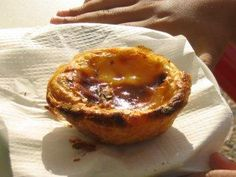 Portuguese pudding tarts (Pasteis de Nata) - recipe- Portugiesische Puddingtörtchen (Pasteis de Nata) – Rezept The perfect Portuguese pudding tart (Pasteis de Nata) recipe with simple step-by-step instructions: oven at 190 ° C / gas stove level - Pudding Desserts, Easy Desserts, Dessert Recipes, Pastry Recipes, Baking Recipes, Portuguese Custard Tarts, Natas Recipe, Japanese Pastries, Veggie Juice