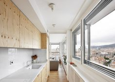 Gustai Gil has reformed the attic of a brustalist building by Eixample in Barcelona. Plywood Kitchen, Industrial Loft, Sweet Home, Bathtub, Dining, Inspiration, Architecture, Building, Modern Kitchens