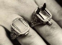 Criminal Germany, Berlin, Rings with razor-sharp blades. Self defense jewelry. Hidden Knives, Hidden Weapons, Armas Airsoft, Hidden Blade, Armas Ninja, Self Defense, Jewelery, Jewelry Accessories, Jewelry Shop
