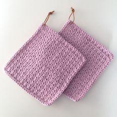Denne gratis opskrift indeholder en udførlig vejledning, så du selv kan hækle fantastiske grydelapper med bobler. Opskriften kan følges af både øvede og begyndere. Crochet Potholders, Crochet Yarn, Free Crochet, Knitting For Charity, Baby Knitting, Knitting Patterns, Crochet Patterns, Crochet Kitchen, Knitted Baby Blankets