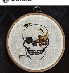 Embroidery hoop, 5 inch with skull and wasps Hand Embroidery Flowers, Hand Embroidery Patterns, Diy Embroidery, Cross Stitch Embroidery, Diy Broderie, Funny Cross Stitch Patterns, Sewing Art, Cross Stitching, Needlework