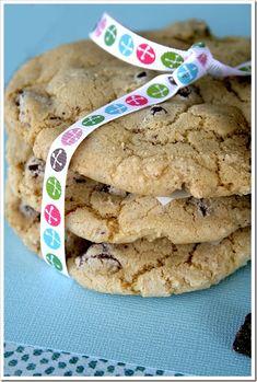 "Copycat Mrs. Fields Chocolate Chip Cookie Recipe by Todd Wilbur ""Food Hacker"""
