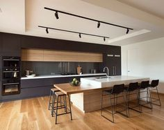 Modern Kitchen Interior Modern kitchens make use of brilliant design and sleek designs to create an outstanding space to prepare, consume and amuse. Search our pick of the best modern kitchen interior design Minimalist Kitchen, Minimalist Interior, Minimalist Decor, Minimalist Bedroom, Minimalist Style, Minimalist Living, Minimalist Home Design, White Wood Kitchens, Cool Kitchens