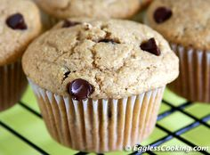 Vegan Chocolate Chip Muffins- gonna try this one tomorrow morning! I will probably use dry fruit though instead of chocolate. :)