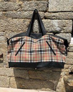 @atelierdeshortensias sur Instagram: Aujourd'hui mise en boutique d'un sac de voyage ! En simili autruche noir et écossais so british !! #sacotin #licencesacôtin…