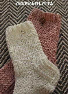 ONNENAPILOITA: Neiti Kevät- sukat Knitting Socks, Fingerless Gloves, Arm Warmers, Diy, Inspiration, Accessories, Lifestyle, Crochet, Fashion