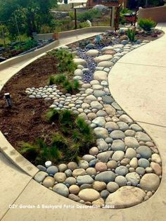 Adorable 47 Fascinating Side Yard And Backyard Gravel Garden Design Ideas That Looks Cool Landscaping With Rocks, Front Yard Landscaping, Backyard Patio, Landscaping Ideas, Mulch Landscaping, Patio Ideas, Backyard Ideas, Landscaping Borders, Mulch Ideas