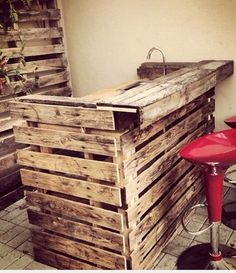 cool for a gym juice bar with free pallets