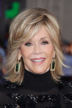 single women over 50 in capshaw Medium length hair hairstyles for las over 50 kate capshaw hair stylebistro kate capshaw hairstyle these were the worst hairdos of oscars kate capshaw s short curly hairstyle wild pretty designs kate capshaw short hairstyles hair stylebistro kate capshaw short blonde messy haircut with bagns for women over 60.