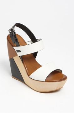 Modern Color-block slingback Wedges