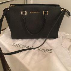 Large black Michael kors Selma bag ❤️❤️❤️ Looks like a new very gentle use  Michael Kors Bags
