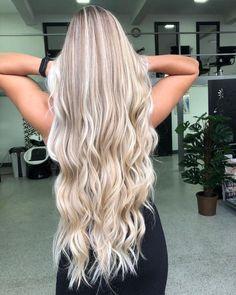 Platinum Blonde Dark Blonde Hair Color, Blonde Hair Looks, Light Blonde Hair, Blonde Hair With Highlights, Blonde Wig, Blonde Balayage, Brown Highlights, Blone Hair, Icy Blonde