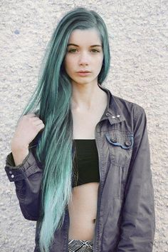 I totally wish I could pull of this hair! Like she seriously looks like a mermaid of perfection