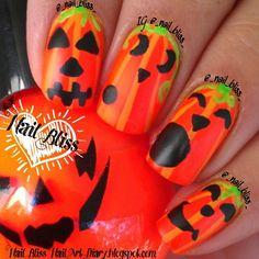 Bright orange striped Halloween, Silly, Jack-O-Lanterns, Pumpkins, Free Hand Nail Art Holiday Nail Designs, Halloween Nail Designs, Holiday Nail Art, Halloween Nail Art, Nail Polish Designs, Cool Nail Designs, Self Nail, French Acrylic Nails, Seasonal Nails