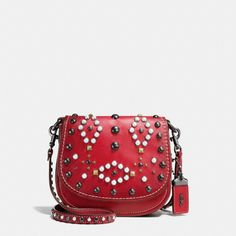 Coach Hong Kong Official page | WESTERN RIVETS SADDLE BAG 17 IN GLOVETANNED LEATHER