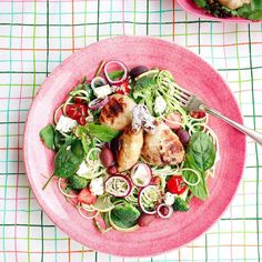 Middag: Zoodlesallad persiljepesto och enkla kycklingklubbor. Mums!  Nu kan du förutom ekoolja och ekokryddor även köpa en weggie twister i min webbshop!  Recept på lesscarbs.se - länk i profilen.  Dinner: Zoodle sallad parslay pesto and simple chicken legs.  really yummie!(Recipe at lesscarbs.se put the URL into Google translate and set your language) #lesscarbs #lchf #lowcarb #lc #lavkarbo #lchftjejer #lchfklubben #lågkolhydrat #lågkolhydratkost #keto #ketosis #ketodiet #alltomlchf…