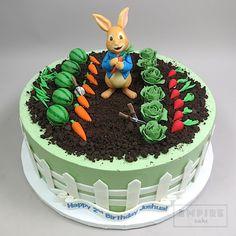 Peter Rabbit and Garden - Empire Cake Peter Rabbit Party, Peter Rabbit Cake, Peter Rabbit Birthday, Beatrix Potter Cake, Boys 1st Birthday Cake, Garden Birthday Cake, Birthday Ideas, Rodjendanske Torte, Easter Bunny Cake
