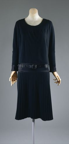 """Ensemble, Gabrielle """"Coco"""" Chanel (French, Saumur 1883–1971 Paris) for the House of Chanel (French, founded 1913) Designer: ca. 1927, French, silk, wool, metal."""