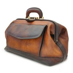 Love Leather Travel Bag Handcrafted In Italy - Bruce Leather Doctor Bag, Vintage Bags, Beautiful Bags, My Bags, Leather Handbags, Leather Bags, Leather Men, Soft Leather, Purses, Sport