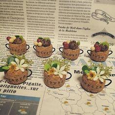 マグカップに花や木の実を | ギャザリー