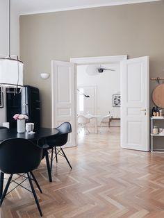 Loft Decorating Ideas - Abstract Canvas Wall Art And Minimalist Decor - Minimalist Home Decor - Home Design, Modern House Design, Modern Interior Design, Design Blog, Modern Decor, Minimalist Apartment, Minimalist Home Decor, Modern Minimalist, Luxury Homes Interior