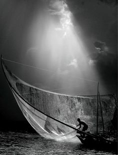 Gregory Colbert - black and white PICTURE - photo - fisherman - sky Nick Brandt, Street Photography, Art Photography, Contrast Photography, Amazing Photography, Festival Photo, Edward Weston, Ansel Adams, Black And White Pictures