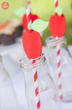 Gläser mit Apfel-Strohhalmen, #apple-juice, #straw,