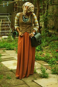 jilbab hijab dengan kesan formal untuk wanita karir