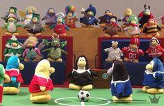Club Penguin apresenta o curta-metragem animado em stop motion. { #felizcompouco }