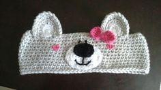 Faixa de cabeça Ursinha, em crochet com bordados