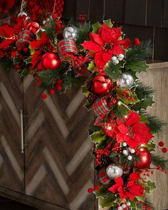 Classic Christmas Prelit Garland
