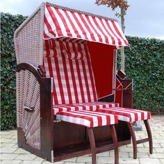 Fauteuil de plage Red And White Stripes, Pink Stripes, Outdoor Chairs, Outdoor Furniture, Outdoor Decor, Beach Umbrella, Cabana, Peppermint, Fence