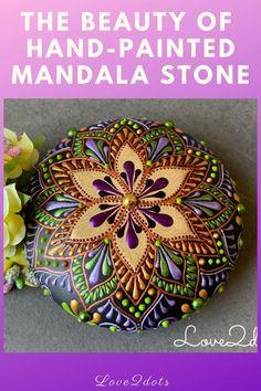 Dot Art Painting, Rock Painting Designs, Mandala Painting, Mandala Art, Stone Painting, Decorated Stones, Painted Stones, Mandala Rocks, Flower Mandala