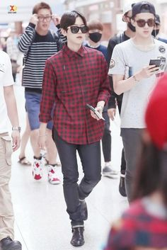 140912- EXO Byun Baekhyun at Incheon Airport