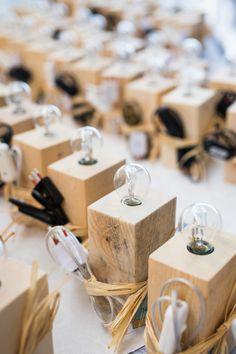 LAMPSKäRM – abat jour   Ciesse Torino - lampada + pallet + bomboniera + matrimonio + foto di Alessandro Vargiu