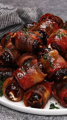 Bacon wrapped dates are stuffed with goat cheese then baked to perfection. Bacon Appetizers, Finger Food Appetizers, Appetizers For Party, Appetizer Recipes, Gourmet Appetizers, Thanksgiving Appetizers, Bacon Recipes, Fall Recipes, Holiday Recipes