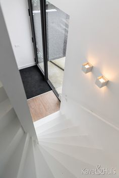 Trap naar boven en beneden Stairs, Modern, Home Decor, Stairway, Trendy Tree, Decoration Home, Room Decor, Staircases, Home Interior Design