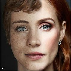 Jessica Chastain As Beverly Marsh They look very similar! What do you think? Celebrity Look, Celebrity Gossip, Celebrity News, Khloe Kardashian, Film Dc Comics, Kendall Jenner, Celebrity Dentist, It Movie 2017 Cast, Queen Sophia