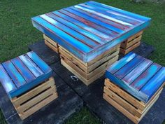 The base on which the set is placed is painted black which makes the set appear prominent; a person can create the set of any size he/she wants by pinning the pallets with each other. The pallets are attached with a little bit of spaces between them, the space can be reduced.