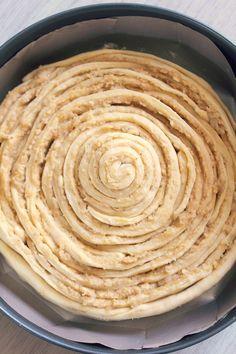 Spirale Briochée à la Noisette Cuisson : 30/40min à 180°C Repos : 1h30+30min Ingrédients:Pâte à brioche :- 250 ml de lait- 10g de levure boulangère - 500g de farine- 1 oeuf + 1 jaune- 50g de sucre- 70g de beurre demi-sel mou Crème de noisette : - 100g de beurre mou- 1 oeuf- 120g de sucre- 140g de noisettes en poudre Beurre Mou, Pain Brioché, Croque Monsieur, Croissant, Patisserie, Thermomix Desserts, No Cook Desserts, Swiss Recipes, No Sugar Foods