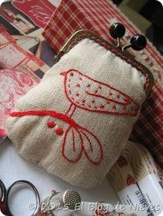 Monedero con pajaro en Redwork  Red bird coin purse de Natalie Bird