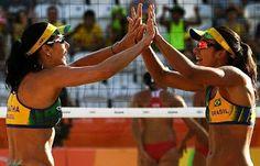Blog Esportivo do Suíço:  De virada, Ágatha e Bárbara vencem tchecas na estreia do vôlei de praia