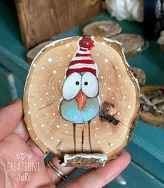40 Amazing Wood Slice Painting Ideas For Beginners Christmas Rock, Painted Christmas Ornaments, Christmas Ornament Crafts, Diy Christmas Gifts, Christmas Projects, Handmade Christmas, Holiday Crafts, Christmas Decorations, Christmas Paintings