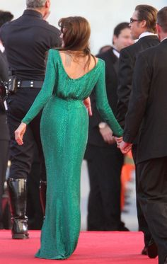 emerald dress back Angelina Jolie Dress, Emerald Dresses, Red Carpet Gowns, Prom Outfits, Modest Dresses, Modest Clothing, Celebrity Red Carpet, Beautiful Gowns, Green Dress