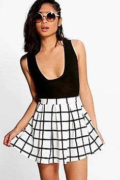 Serving up the same statement styles in scaled down sizes, boohoo Petite is your port of call for perfectly proportioned pieces designed to fit women of and under. White Skater Skirt, Pleated Tennis Skirt, White Maxi Skirts, Midi Flare Skirt, Mini Skirts, Petite Skirts, Skater Skirts, Flared Skirt, Style Audacieux